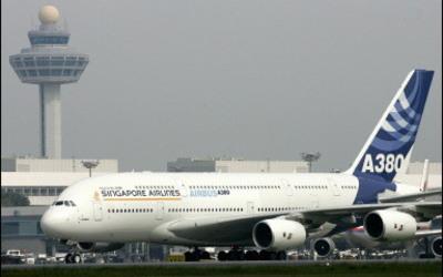"""Avioni më i madh në botë """"A380"""", kalon me sukses provën"""
