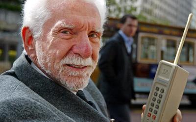 Sot 40 vjet nga shpikja e celularit të parë