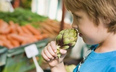 Studimi, fëmijët refuzojnë ushqimin nëse u themi se është i mirë
