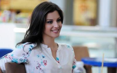 E urta Floriana Garo, puthje e kafshim buzësh me ish-banoren e 'Big Brother'