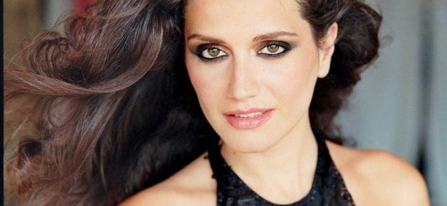 Dhunoi të ëmen, këngëtarja shqiptare dënohet me 6 muaj burg