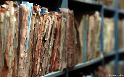 ''Si u asgjësuan dosjet e bashkëpunëtorëve të regjimit në dhjetor 1990''