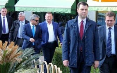 """""""Hyni në zgjedhje edhe pa PD-në""""/ Basha paralajmëron """"të korruptuarit me pasaportë të huaj"""""""
