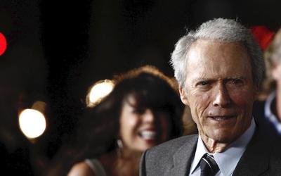 Clint Eastwood, mbush 90 vjeç ikona e kinemasë western