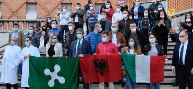 Skandali, mjekët e misionit shqiptar në itali gjobiten për thyerje të rregullave